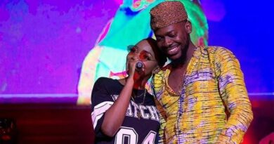HOTT! Simi And Adekunle Gold Could Be Having Issues (A Must Read)